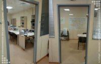 цельностеклянные алюминиевые двери для офиса