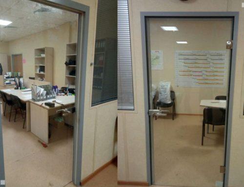 Цельностеклянные двери для офиса