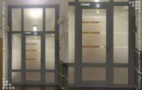 алюминиевая дверь с пескоструйным рисунком входная