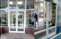входная дверь из алюминиевого профиля для бизнесцентра